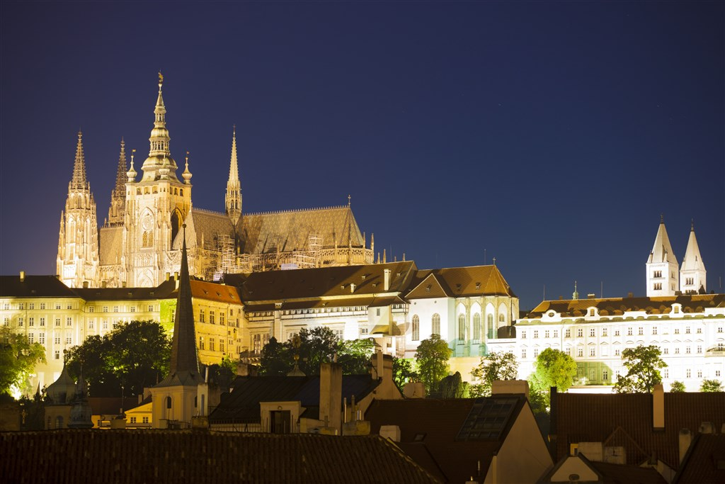 Prague_Castle-in-night1.jpg
