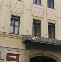 Grand_Majestic_Plaza_exterior...jpg